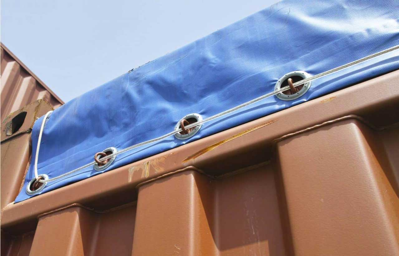 Dach mit plane abdecken dach decken dachsanierung leicht for Decken streichen leicht gemacht